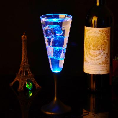 แก้วแชมเปญเรืองแสง